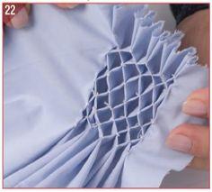 CASA DE ABELHA: Efeito no tecido que forma pequenos losangos. O desenho é obtido por meio de maquineta que alterna as funções da trama e do urdume, formando um desenho de casa de abelha.