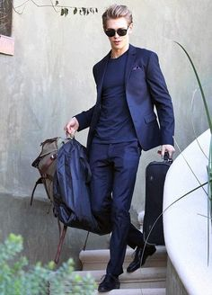 austin butler - always a perfect style whether casual or chic Austin Butler, Look Fashion, Mens Fashion, Girl Fashion, The Carrie Diaries, Well Dressed Men, My Guy, Mens Suits, Guys In Suits