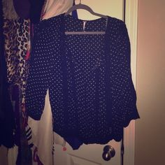 Free People peasant blouse Very pretty and flattering, in EUC!!  All of my items come from a  free  free home. Questions welcome❤️ Thank you for looking! Free People Tops Blouses