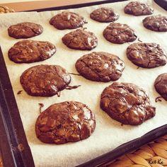 Čokoládovo-čokoládové cookies s pekanovými orechami :)