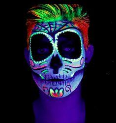 Maquillage fluorescent dia de Muertos, cette peinture fluo refléter par une  lumière noire appelé aussi