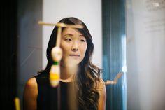 A Boobam na Japan House! A arquiteta Lea Yuko, do Design Kiiro, visitou o espaço a nosso convite e recuperou lembranças da infância ao ver as hélices de bambu, que brincava quando era pequena, numa das vitrines do centro cultural, recém-inaugurado na av. Paulista, 52. .Veja a matéria completa e mais fotos no nosso blog  blog.boobam.com.br #designbrasileiro #japanhousesp #reginagalvao #mobiliariobrasileiro #designbrasil #boobam_blog #entrevista #interview #makingofdesign