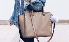 Große Taschen sind zwar praktisch, denn darin lässt sich viel verstauen – doch der Rücken leidet oft darunter …