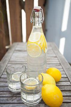Agua con limón. Perfecto para el verano.