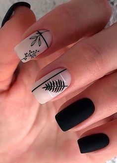The Most Beautiful Black Winter Nails Ideas Here are some cute winter nail designs between black and silver glitter nails, black and gold glitter nails, and black marble nails designs. Chic Nails, Stylish Nails, Swag Nails, Fun Nails, Grunge Nails, Cute Black Nails, Pretty Nails, Nail Black, Black Manicure