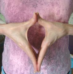 The Yoni Mudra represents getting in touch with female energies. How to form the Yoni mudra: Hands form an almond shape with joined thumbs extended upwards. Fingers are joined at tips extended downwards. Sacred Feminine, Divine Feminine, Acupuncture, Hand Mudras, Healing Hands, Alternative Health, Holistic Healing, Yoga Meditation, Yoga Inspiration