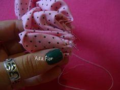 Rosa de Fuxico - PAP 8 | Flickr – Compartilhamento de fotos! -  Vá enrolando a tira franzida e costurando até a última pétala.