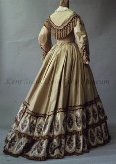 Day dress, US, Kent State (Old Rags states is 1850s, which it clearly is not. Sleeve too narrow, skirt has train. Most likely mid- to late-1860s.