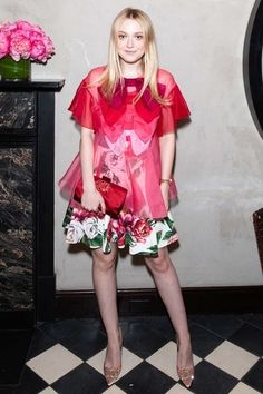 Dakota Fanning In Dolce & Gabbana @ Roger Vivier ' Vivier' Book Launch - Fashionsizzle Dakota Fanning, Celebrity Red Carpet, Celebrity Style, Celebrity Photos, Top Celebrities, Celebs, Party Tops, Roger Vivier, Fashion Gallery