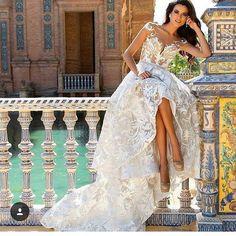 Amei os detalhes dessa foto 📸 ... ... #noivinhareal #bride #bridal #dress #weddingdress #casamento #madrinhadecasamento #casarem2016 #casarem2017 #noivas #noivas2016 #noivas2017 #instabride #marriage #wedding #weddingday #photography #savethedate #honeymoon #vestidodenoiva #instawed #instawedding #teambride #love #like4like #noiva #sayido #ido #noivado #decoracao