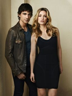Auggie Anderson (Christopher Gorham) and Annie Walker (Piper Perabo)