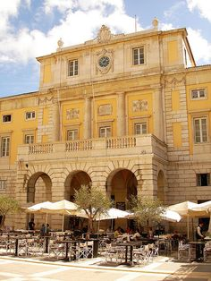 Theater in Lisbon. Visit Lisboa, Portuguese Culture, Visit Portugal, Famous Places, Photo Online, Countryside, Opera House, The Good Place, Beautiful Places