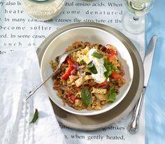 Auch Quinoa eignet sich für die Zubereitung eines leckeren, orientalischen Pilaws. Lunch To Go, Feta, Couscous, Bruschetta, Cauliflower, Chicken, Vegetables, Ethnic Recipes, Food Ideas