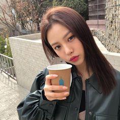 """예담 고민시 on Instagram: """"여행 가고 싶은 자들의 휴식타임 2."""" Korean Actresses, Actors & Actresses, Korean Girl, Asian Girl, Kim Sohyun, Korean Drama Movies, Korean People, Kdrama Actors, Ulzzang Girl"""