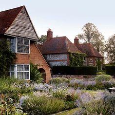 Dan Pearson's restoration of Edwin Lutyens and Gertrude Jekyll's gardens at Folly Farm - GARDEN HOUSE Vita Sackville West, Gaudi, Monet, Patio Design, Garden Design, House Design, Folly Farm, Dan Pearson, Edwin Lutyens