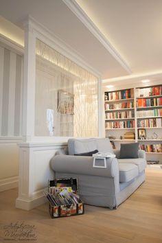 ścianka meblowa w salonie, traditional white family room, classic designed living room   - wykonanie Artystyczna Manufaktura