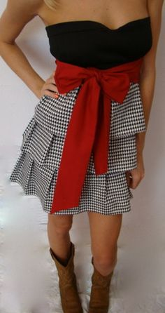Bama Style. CUTE! @Sarah Bullock you should wear this to your next football partay!