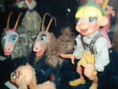 The largest exhibit of Bil Baird puppets can also be found at the Charles H. MacNider Art Museum in Mason City Iowa.