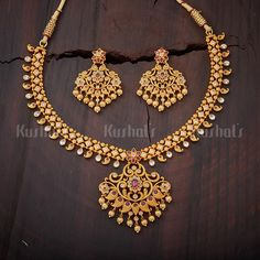 Gold Jewelry Design In India Gold Earrings Designs, Gold Jewellery Design, Necklace Designs, Gold Designs, Real Gold Jewelry, Gold Jewelry Simple, Indian Jewelry, Antique Necklace, Gold Necklace