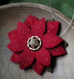 Beautiful felt poinsettia. Check out the website with all its beautiful felt projects.
