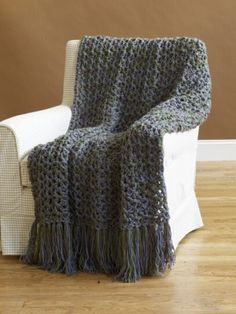 Chunky Crochet Blankets 5 ½ Hour Throw Pattern (Crochet) - Lion Brand Yarn - Free Crochet Pattern Lion Brand® Vanna's Choice 5 ½ Hour Throw 45 x 60 in. Crochet Lion, Crochet Afgans, Manta Crochet, Chunky Crochet, Easy Crochet, Free Crochet, Crochet Blankets, Beginner Crochet, Crochet Crafts