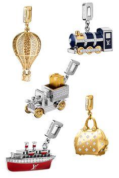 Lokomotive, Heißluftballon und Dampfer en miniature: die neuen Charms von Louis Vuitton sind der Kunst des Reisens gewidmet