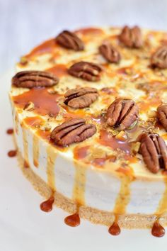 Cheese cake fără coacere cu caramel şi nuci pecan Cake Recipes, Dessert Recipes, Caramel, Food Cakes, Homemade Cakes, No Bake Desserts, Cheesecakes, Biscuit, Deserts