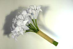 Bouquet de lírios origami -modelo básico rústico, para casamentos ao ar livre, bem ao estilo ecofriendly. - Com 12 flores - Papel 120 gramas - Cabo em juta  - Cores dos lirios a escolher pela cliente R$ 99,90