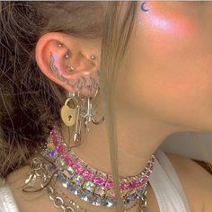 pinned by: ☆annaleah☆ - Mein Stil Ear Jewelry, Cute Jewelry, Jewelery, Jewelry Accessories, Bold Jewelry, Trendy Jewelry, Simple Jewelry, Lottus Tattoo, Grunge Jewelry