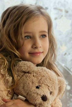 Beautiful little girl and her teddy. Beautiful Little Girls, Cute Little Girls, Beautiful Children, Beautiful Babies, Cute Kids, Little Girl Models, Cute Small Girl, Sweet Girls, Beautiful Things