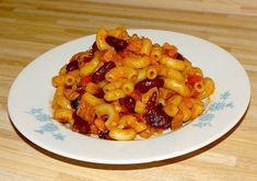 Nejprve si dáme vařit vodu na těstoviny. Kabanos a cibuli nakrájíme na kostičky a lehce osmažíme na oleji (ve větším hrnci), opepříme a přidáme... Gnocchi, Macaroni And Cheese, Soup, Yummy Food, Baking, Ethnic Recipes, Bulgur, Mac And Cheese, Delicious Food