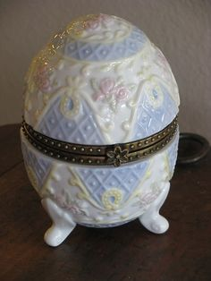PORCELAIN HINGED EGG TRINKET BOX, FOOTED, EASTER,BABY,PASTEL BLUE, PINK,YELLOW