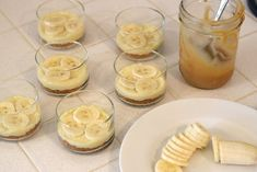 This Banana Caramel Cream Dessert is simply one of the most delicious desserts ever! this dessert has it all! Individual Desserts, Small Desserts, Köstliche Desserts, Delicious Desserts, Dessert Spoons, Dessert Dishes, Carmel Desserts, Homemade Pastries, Apple Dessert Recipes