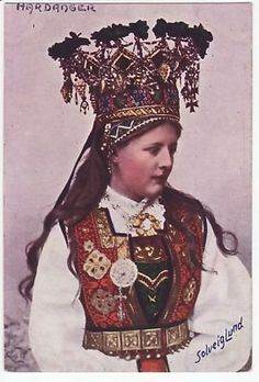 Postcard based on a photograph by Norwegian Solveig Lund. Model is wearing a Hardanger costume and bridal crown. Hardanger Embroidery, Paper Embroidery, Norway Viking, Bridal Crown, Folk Costume, People Of The World, World Cultures, Traditional Dresses, Wedding Costumes