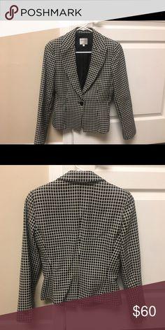 Armani Collezioni Jacket size 4 Gorgeous classic black & white print jacket! Armani Collezioni Jackets & Coats Blazers