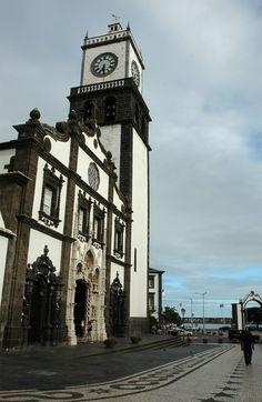 Ponta Delgada, Sao Miguel Island, Azores Igreja de S.Sebastiao Matriz Ponta Delgada. Mais conhecida por igreja da Matriz do que por S.Sebastiao.