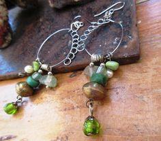 Caresses De l'Aube .....: Des boucles d'oreille de style créole en argent ; tribales avec ces magnifiques perles Hebron, : Boucles d'oreille par les-reves-de-minsy