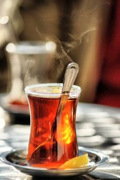 Turkish Tea - Two teapots, one on top of the other, two handfuls of Ceylon tea, black, from a yellow box, – with a canary on it -, and at least one or two friends. There are more than enough elements for a friendly hangout and a nice chat. The rest is up to the tea!
