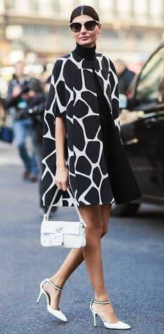 Giovanna Battaglia during Paris Fashion Week, Spring 2013 - Black & white Parisian street style. White Fashion, Look Fashion, Fashion Design, Fashion Trends, Paris Fashion, Trendy Fashion, Sporty Fashion, Ski Fashion, Trendy Style