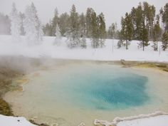 Un géiser en el Parque Nacional de Yellowstone #eua #usa #estadosunidos