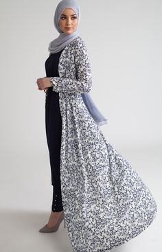 SoSab Modest Fashion: Style advice and modest fashion Muslim Women Fashion, Arab Fashion, Islamic Fashion, Fashion Black, Hijab Outfit, Hijab Dress, Hijab Fashion Summer, Modest Fashion, Fashion Dresses