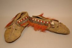 Moccasins (pair of) made of leather (!!), skin, quills (porcupine), hair (moose), iron. Image taken during GRASAC project, 2007.