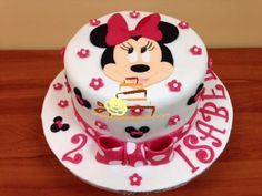 Tarta fondant de Minnie https://www.facebook.com/TuBonitaTarta?fref=photo