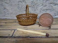 Dollhouse Miniature realistic wicker basket   1:12 for dollhouse, Miniature wicker, Miniature backet