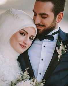 Kisi Ke Dil Me Mohabbat Dalne Ya Paida Karne Ka Wazifa aur Dua - Hochzeit Muslim Couple Photography, Wedding Photography Poses, Wedding Poses, Wedding Couples, Cute Couple Poses, Couple Photoshoot Poses, Couple Posing, Muslimah Wedding Dress, Hijab Wedding Dresses