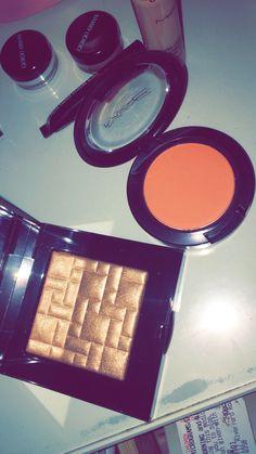 ριηтєяєѕт: @вσηνтα۵ Makeup Is Life, Makeup Goals, Makeup Kit, Skin Makeup, Beauty Makeup, Snapchat Makeup, Shadow Photos, Applis Photo, Mother Art