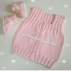 Nuray Discover thousands of images about Dilara Tatlıer-İbiş, This post was discovered by EmeDiscover thousands of images about Baby vest. Baby Knitting Patterns, Baby Sweater Knitting Pattern, Baby Girl Patterns, Knit Baby Sweaters, Knitted Baby Clothes, Baby Hats Knitting, Knitting For Kids, Knitted Hats, Baby Cardigan