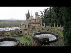 Se vi trovate in Umbria e avete deciso di passare un weekend tranquillo per allontanarvi dal caos cittadino e ritrovare un po' di pace e di armonia, non potete non visitare La Scarzuola, un piccolo capolavoro nascosto tra i boschi di questa splendida regione.
