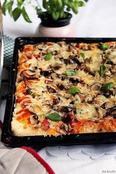 Domowa pizza na grubym cieście