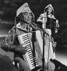 """* Luiz Gonzaga *  Pernambuco, Brasil.  """"O Rei do Baião"""". (atrás: """"Dominguinhos"""")."""